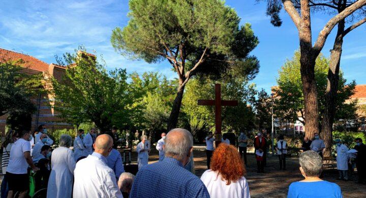 Visita de la Cruz de la JMJ al hospital Fundación San José